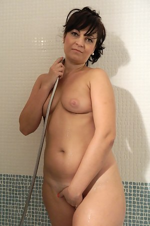 Free MILF Shower Porn Pictures