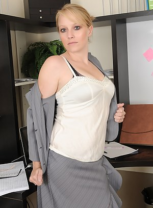 Free MILF Boss Porn Pictures