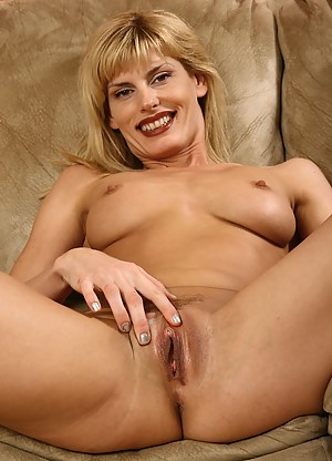 Free MILF Clit Porn Pictures