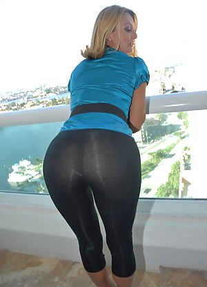 Free MILF Yoga Pants Porn Pictures