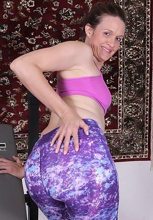 Free MILF Spandex Porn Pictures